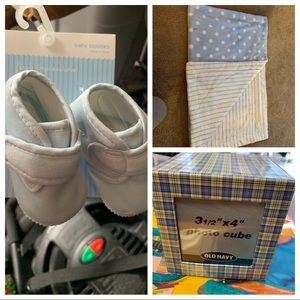 Baby booties, Blanket and picture cube